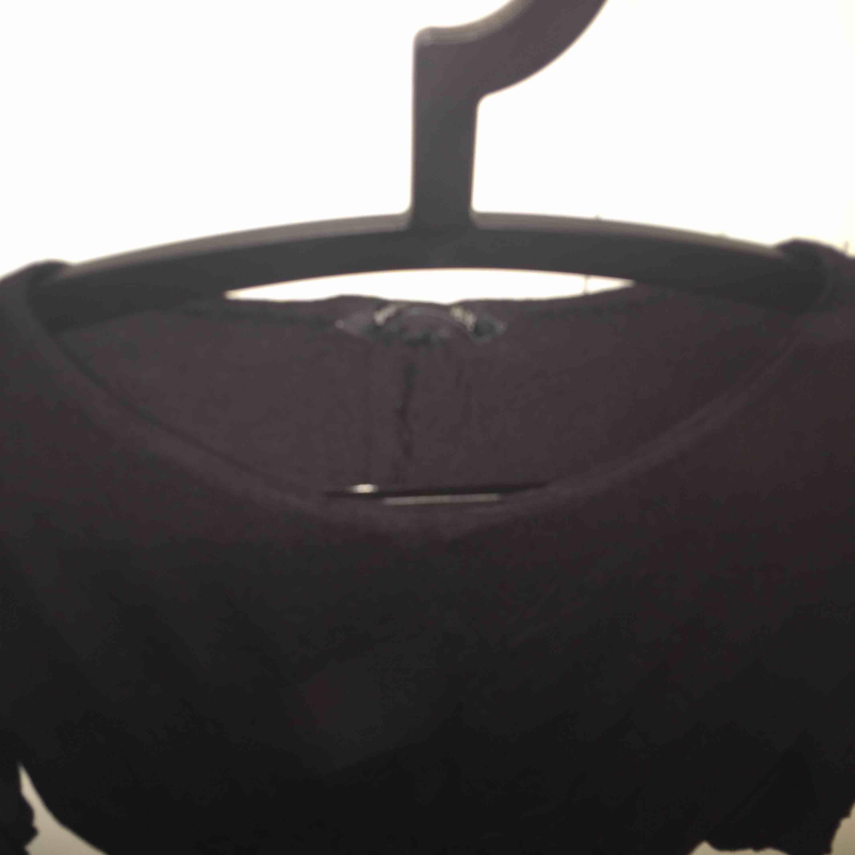 Klänning i jätteskönt material från H&M. Använda ca tre gånger. Fint skick💕 Tar emot swish.. Klänningar.