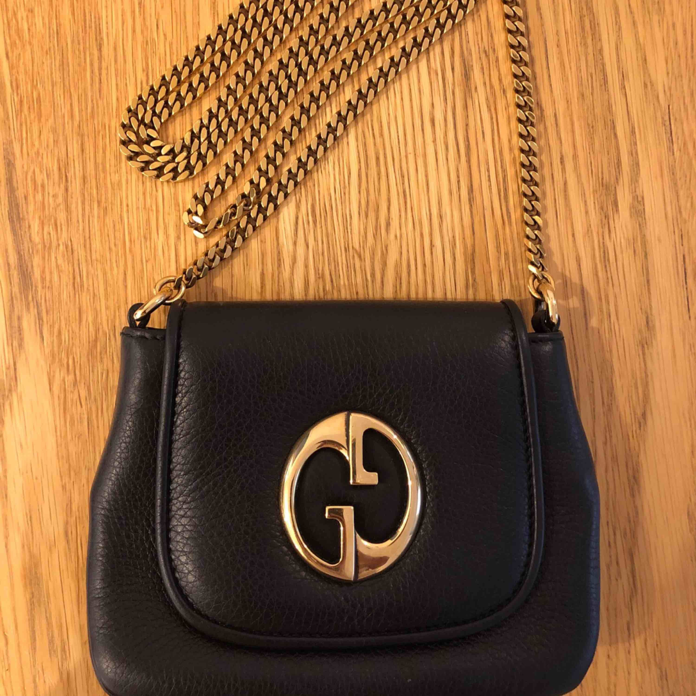 Gucci 1973 small shoulder bag Köpt från Vestiaire Collective. Kommer med dustbag, tags från VC och påse. Om så önskas kan du få kopia på order samt faktura.. Väskor.
