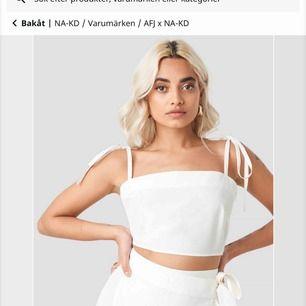 Säljer helt nytt linne från AFJ x NAKD. Det var för litet för mig tyvärr :/ nypris 350kr