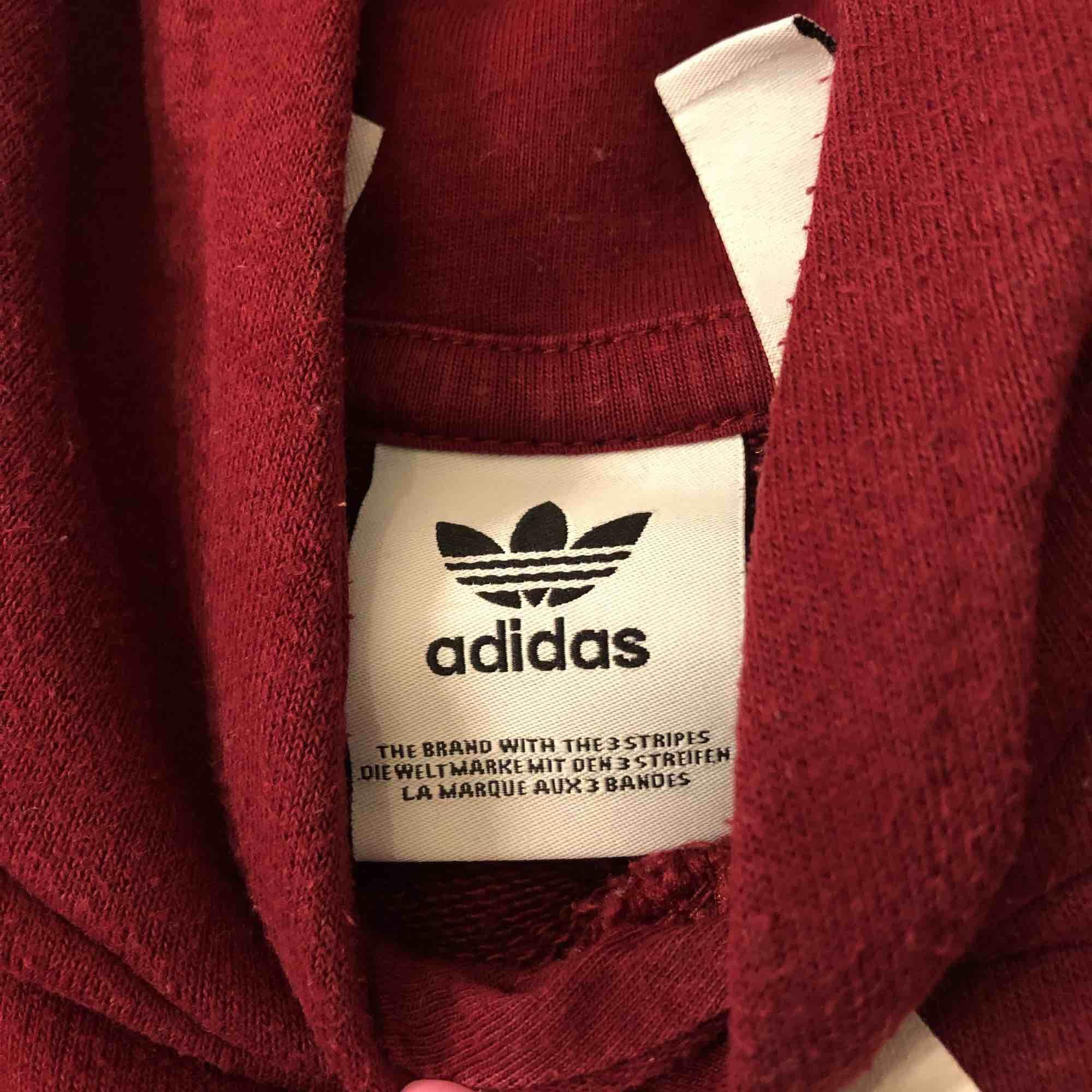 ⭐️ köpt för 300kr ⭐️ använd 2 gånger ⭐️ . Huvtröjor & Träningströjor.
