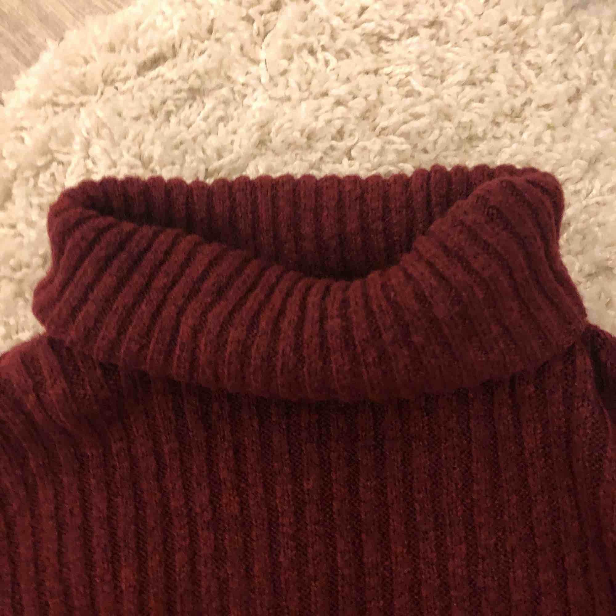 ⭐️ en polo tröja som ärmarna är lite ut svängda⭐️   frakt till kommer ⭐️. Tröjor & Koftor.