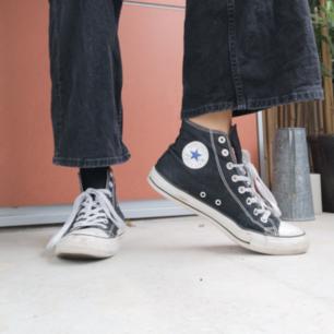 Svarta Converse i begagnat men fint skick