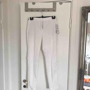 Helt oanvända kostymbyxor från Zara. Säljer pga fel storlek. Köparen står för frakten annars kan de hämtas i Linköping.