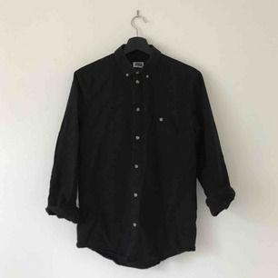 Svart skjorta från Weekday