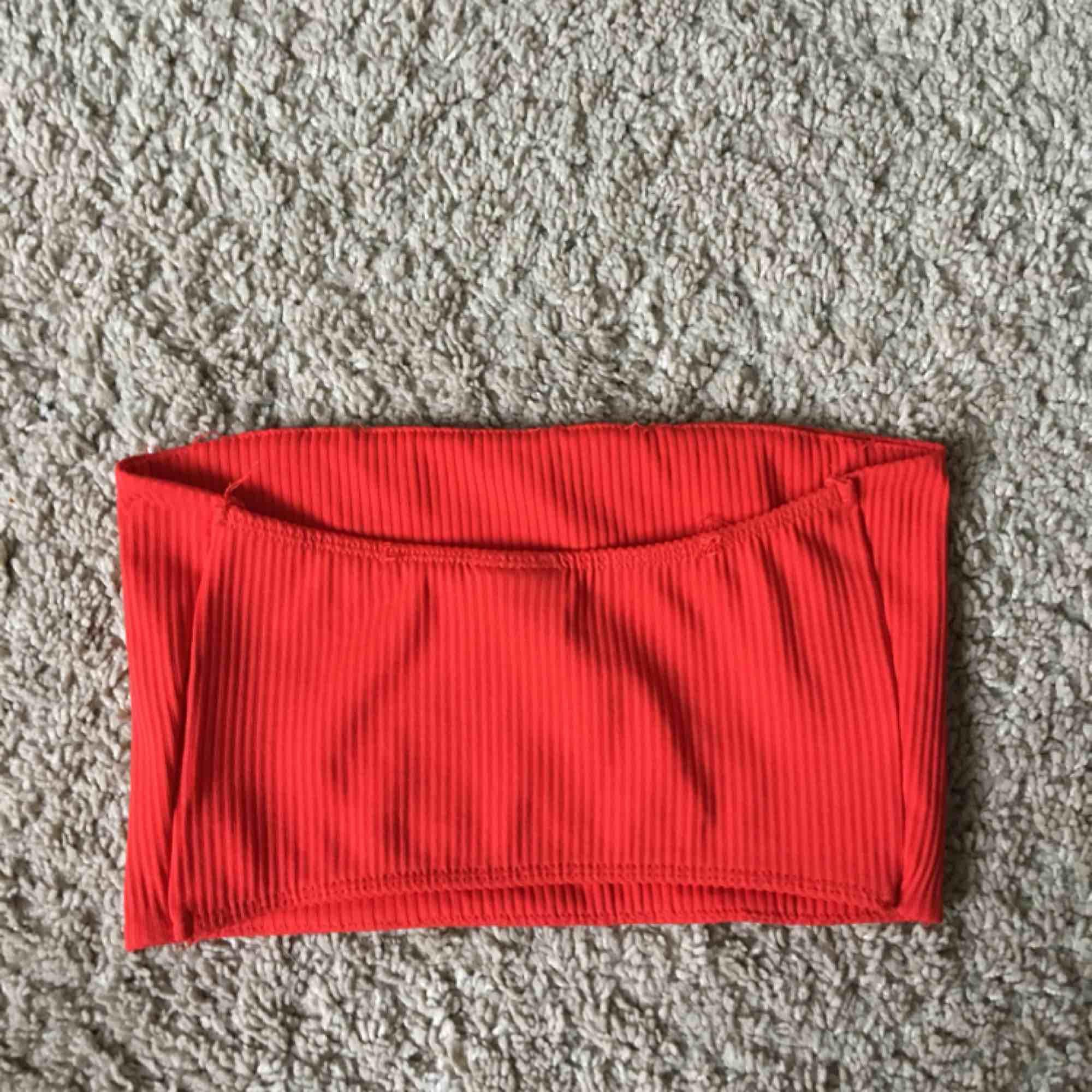 Från Gina tricot, storlek XS. Använd typ 1 gång. Toppar.