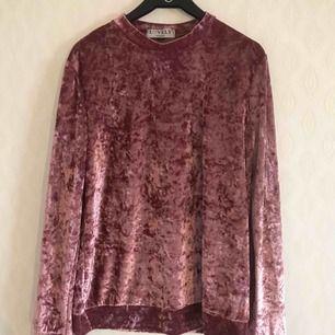 Helt oanvänd rosa krossad sammets tröja från Lovley of Sweden. Toppskick! Frakt 36:-