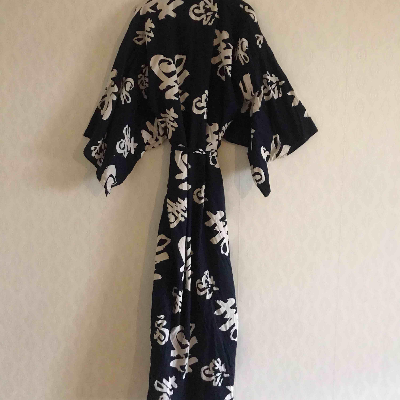 Japansk morgonrock/kimono/klänning/kaftan. Vintage! Frakt 39:- . Klänningar.