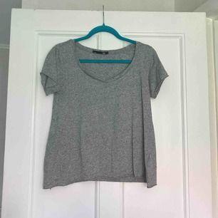 Melerad oversize T-shirt från Lager 157. Bra skick.  Frakt: 20kr.