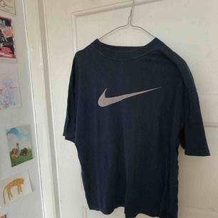 Retro/vintage t-shirt från nike, inköpt på humana ❤️💙 storlek L men passar ca XS-L