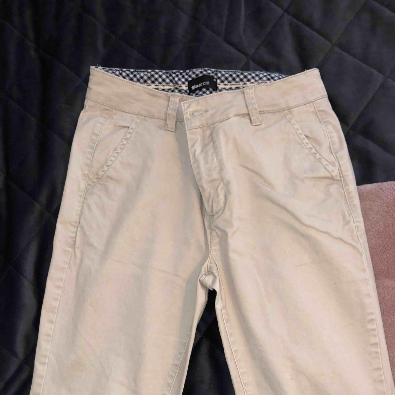 Ursnygga chinos från Gina Tricot, säljs pga att de är för stora för mig. Jeans & Byxor.