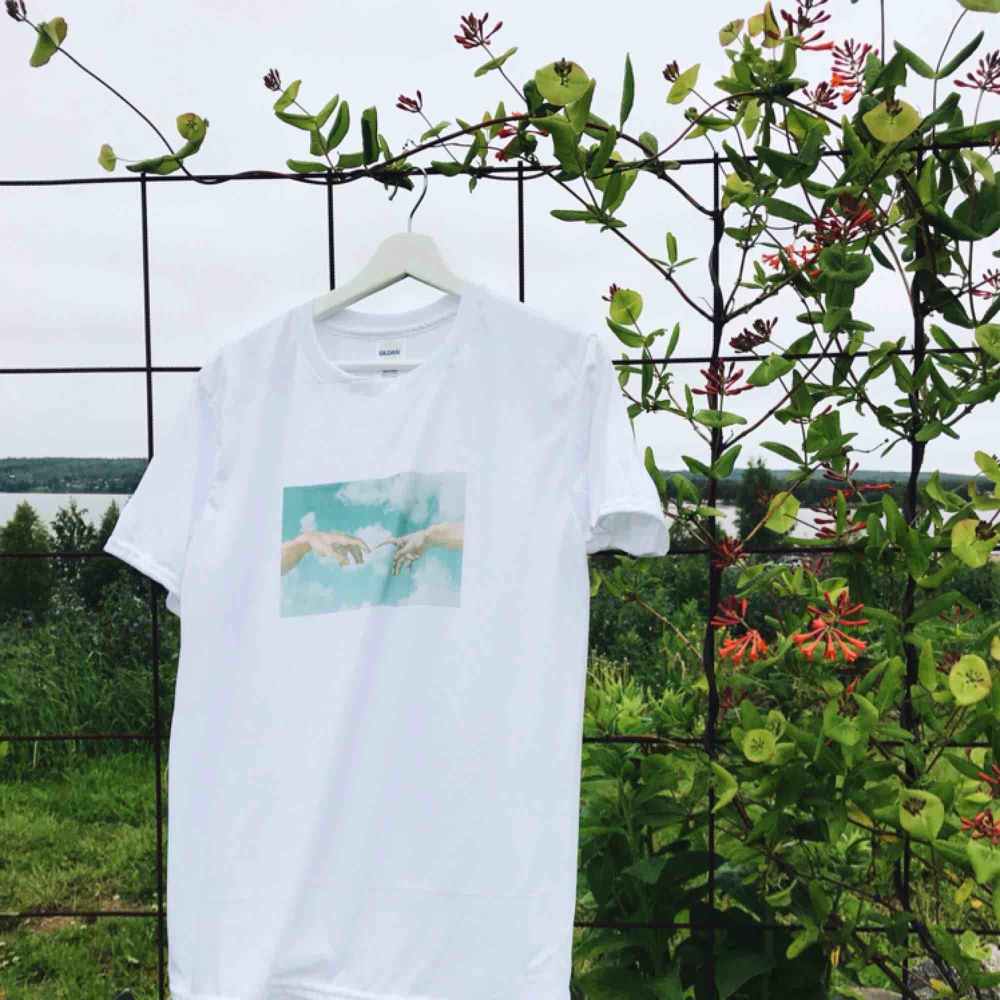 🧨THE CREATION OF ADAM TEE 💥Finns i S-L i en unisex modell🧨Kontaka via plick eller maila theteeandtee@gmail.com för att beställa, önska egna tryck eller ställa frågor💥Betalning sker via swish🧨GRATIS frakt över hela landet!. T-shirts.