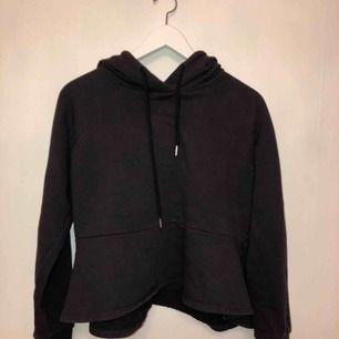 Fin svart hoodie