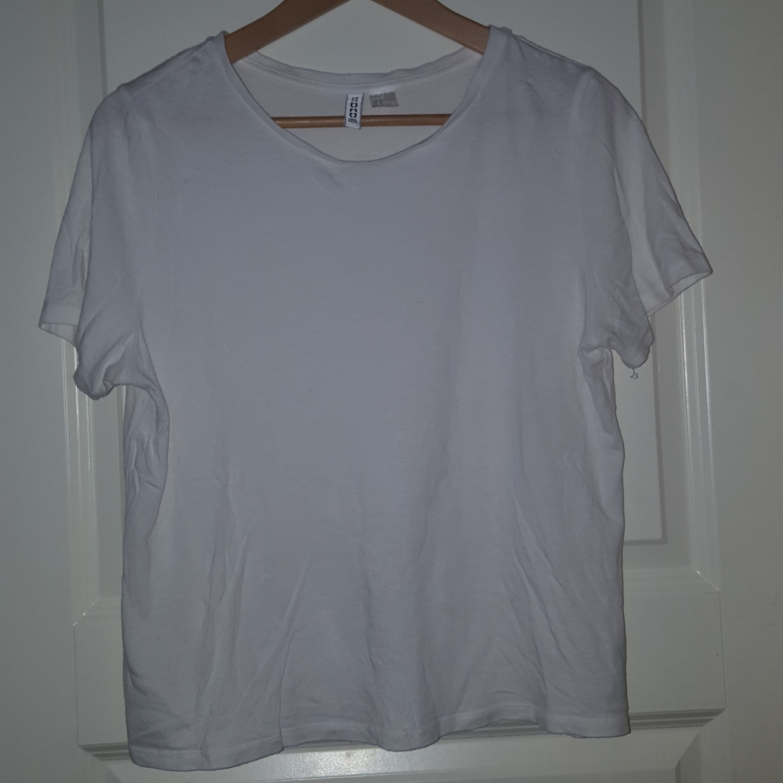 En basic vit tröja från H&M. Frakten ingår!. T-shirts.