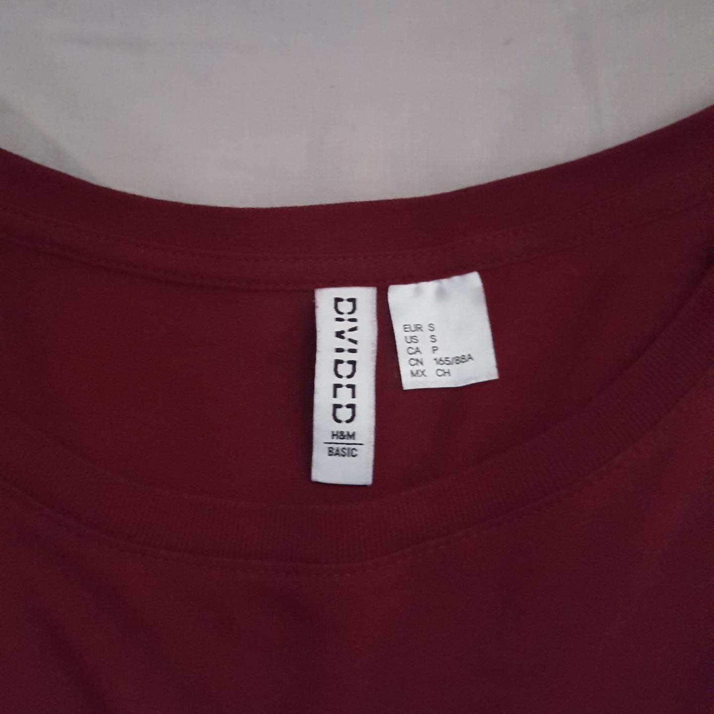 En lång t-shirt från H&M. Frakten ingår!. T-shirts.