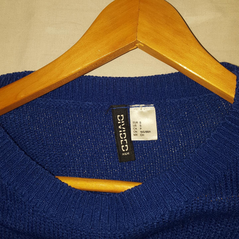 En blå tröja ifrån h&m. Frakten ingår!. Tröjor & Koftor.