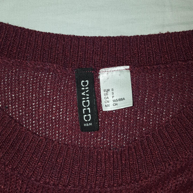 En vinröd tröja ifrån h&M frakten ingår :). Tröjor & Koftor.