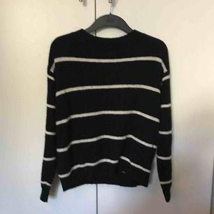 Gosig tröja från hm, passar även en s och m. Köparen står för frakt💛💛