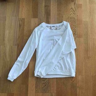 Jättefin tröja med unik baksida. Från factorie, säljs då den inte kommer till användning