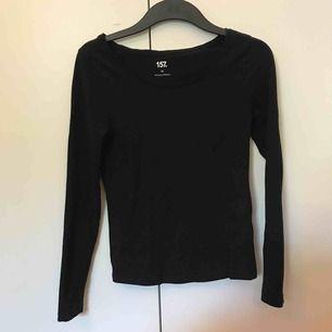 Vanlig långärmad tröja från lager 157, knappt använd. Köparen står för frakten❤️