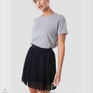 Säljer eftersom den inte passa mig men jätte fin kjol. Oanvänd och prislapp kvar🥰