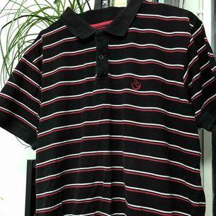 knappt använd vintage tröja. kan skicka fler bilder. frakt tillkommer och pris är förhandlingsbart.