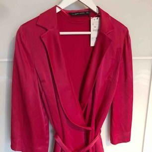 Helt ny blazer blus från Zara, sjukt fin på