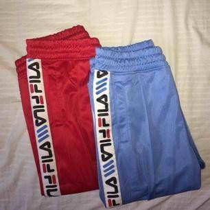 Två par filabrallor🤩 röda strl M-200kr blåa-SÅLDA! båda e fläckfria och i superbra skick!