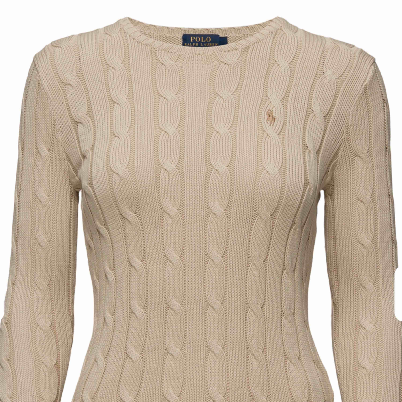 En skitfin stickad Ralph Lauren tröja 🔥 super stretchigt material . Stickat.