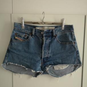 Snygga högmidjade jeansshorts! Perfekta nu i sommar 😍 i priset ingår frakt 🌻