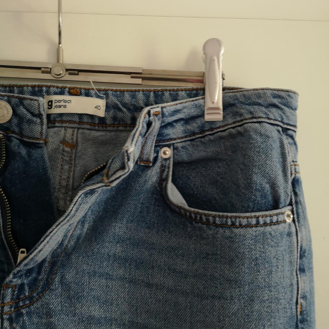 Snygga högmidjade jeans från Ginatricot med delaj. I priset ingår frakt 🌻. Jeans & Byxor.