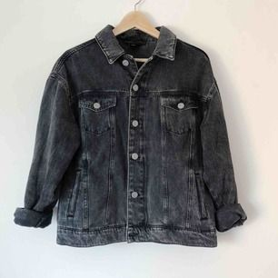 Köpt på Urban Outfitters. Sparsamt använd.