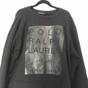 Sweatshirt från Ralph lauren, bra skick och jätte skön. Köparen står för frakten.