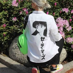 🔥SAILOR MARS🔥 handmålad av mig med textilfärg. Går att tvätta i 40grader! Skjortan är från lager157. På japanska står det Sailormars セーラーマーズ ✨💖