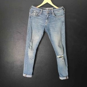 Karve-jeans i begagnat skick. Nypris ca 800.