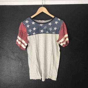 T-shirt från H&M i begagnat skick.