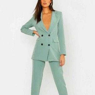 Säljer denna kostym från Boohoo. Helt oanvänd o kvar i paketet, säljer pga inte min stil. 🌸😊