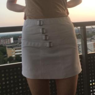 Cool kjol!! Köp den;) hel och ren och snygg!