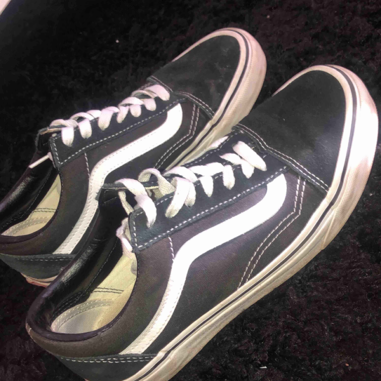 Vans skor som är använda max 3 gånger, frakt går på 50kr . Skor.