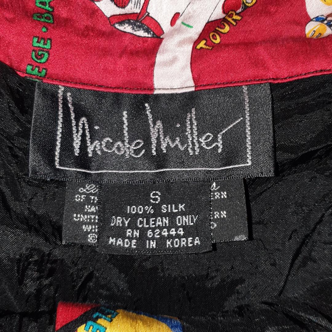 Extremt fina shorts från Beyond Retro inköpta för några månader sedan. 100 % silke med unik mönster. Tyvärr insåg jag att dem inte riktigt passar min stil. Priset går att diskuteras, frakt ingår ej i priset. Möts gärna upp i Centrala Sthlm. 😊✌🏻💕 inköpta för 259 kr. Shorts.