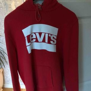 As fräsch och cool Levis hoodie i utmärkt kvalitet! Köpare står för frakt.