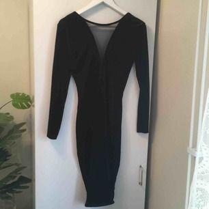 :) Hej varmt välkommen jag säljer här en  Underbar klänning från H&M DIVIDED  i sammet så vacker ! postar endast allt jag säljer eftersom jag helt enkelt inte har tid till att mötas upp. Betalning sker via swish. I priset ingår såklart frakten :)