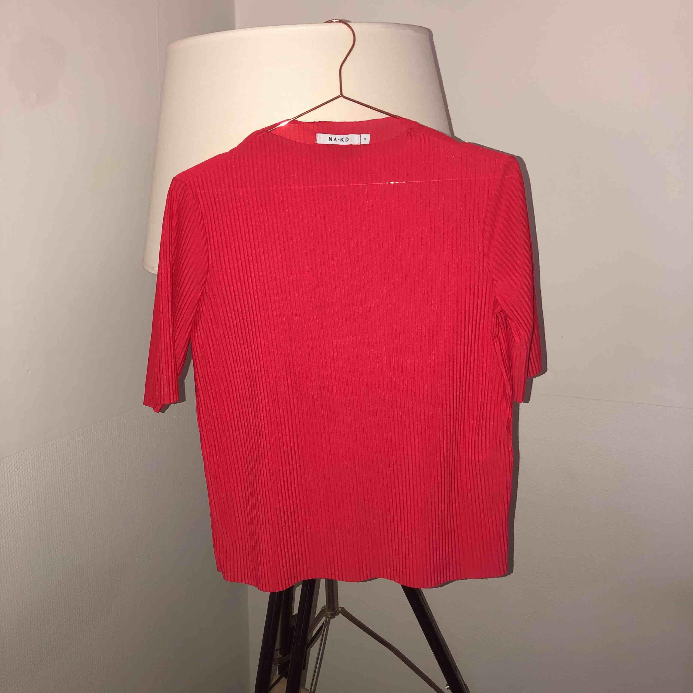 Tunn röd tröja!. Tröjor & Koftor.