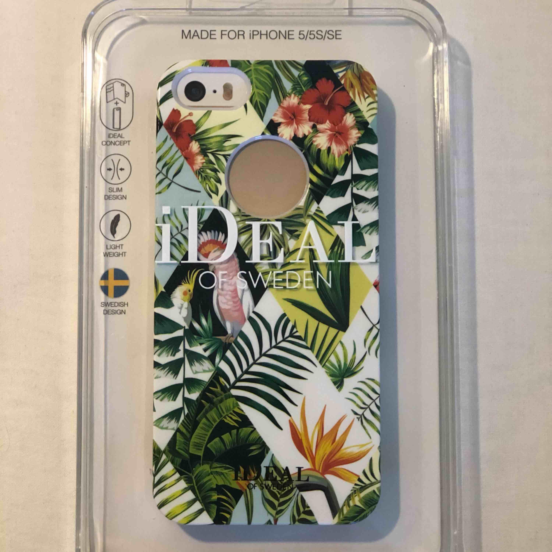 Oöppnad/oanvänt jättefint, somrigt och hårt mobilskal för iPhone 5/5S/SE. Köparen står för frakt. . Övrigt.