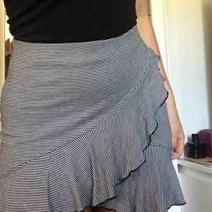 Jättefin randig kjol. Frakt ingår i priset🌼