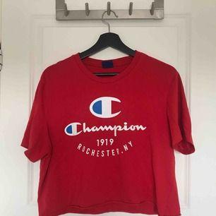 Croppad Champion T-shirt Frakt: 18kr 🌻