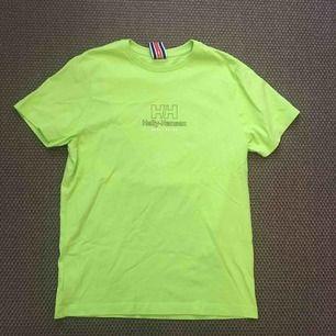 T-shirt i storlekt S (herr) köpt från Junkyard. Helly Hansen collab med Sweet Sktbs. Använd 1 gång.