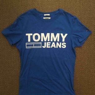 Tshirt från Tommy Jeans i storlek XS, köpt från Zalando. Nyskick.