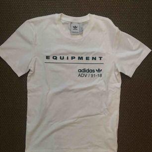 Tshirt från Adidas i storlek XS, köpt på zalando. Nyskick.
