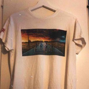 Stranger Things tröja som jag bara använt en gång. Storlek XXS men passar även XS-M ❤️
