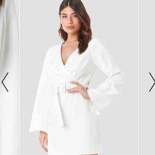 Vit klänning från Linn Ahlborgs kollektion med Nakd. Använd 1 gång, nypris 699kr